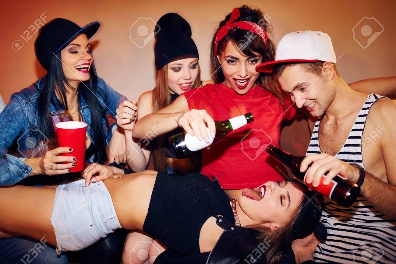 Nackte Mädchen Haus Party