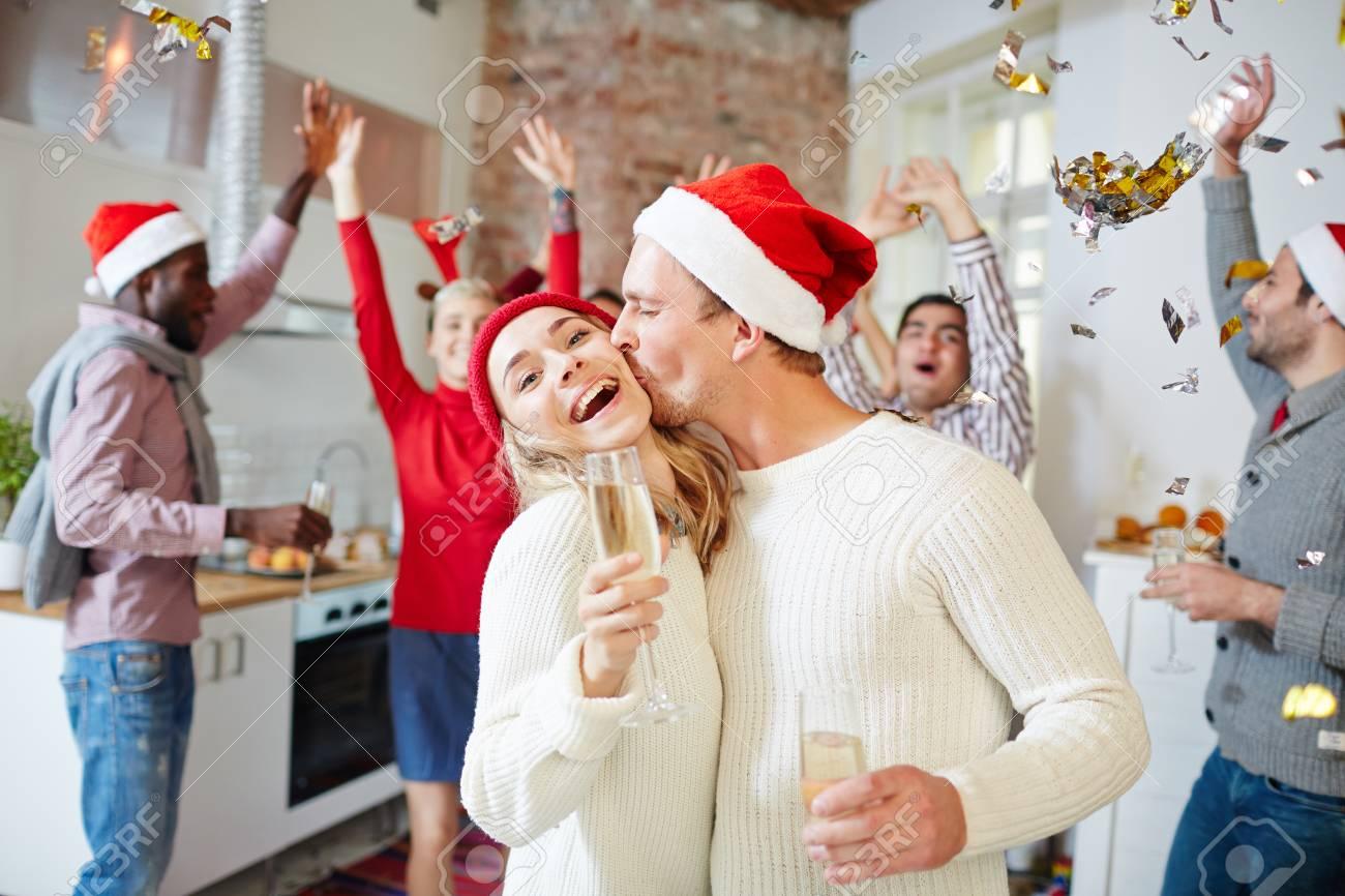Kuss Für Weihnachten Lizenzfreie Fotos, Bilder Und Stock Fotografie ...