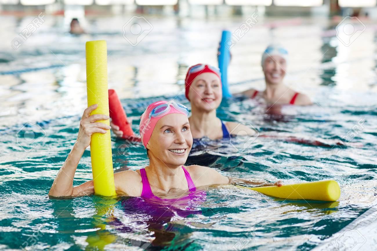 Aerobics in swimming pool - 101255887