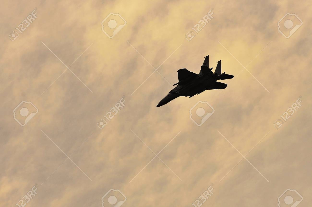 Republic of Singapore Air Force (RSAF) F-15SG Strike Eagle performing tight air maneuvers during RSAF Open House 2011 on May 28, 2011 in Singapore Stock Photo - 13266381