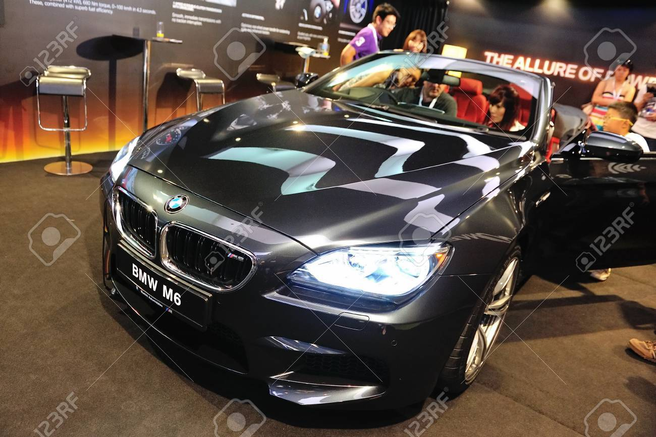 Guests Viewing The Bmw M6 Convertible At Its Preview At Singapore Stock Photo Picture And Royalty Free Image Image 13455477