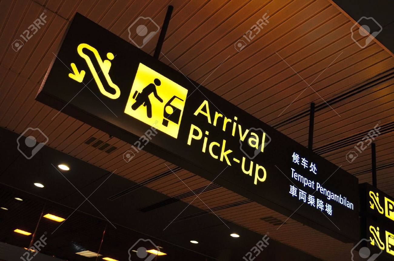 Arrival and pick-up signboard in airport - 35260287