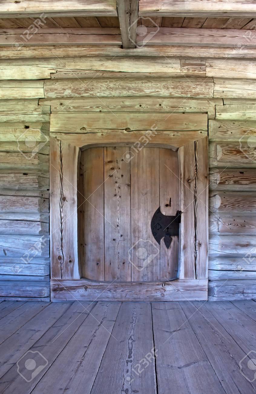 Grunge vintage interior with closed door background Stock Photo - 10372676