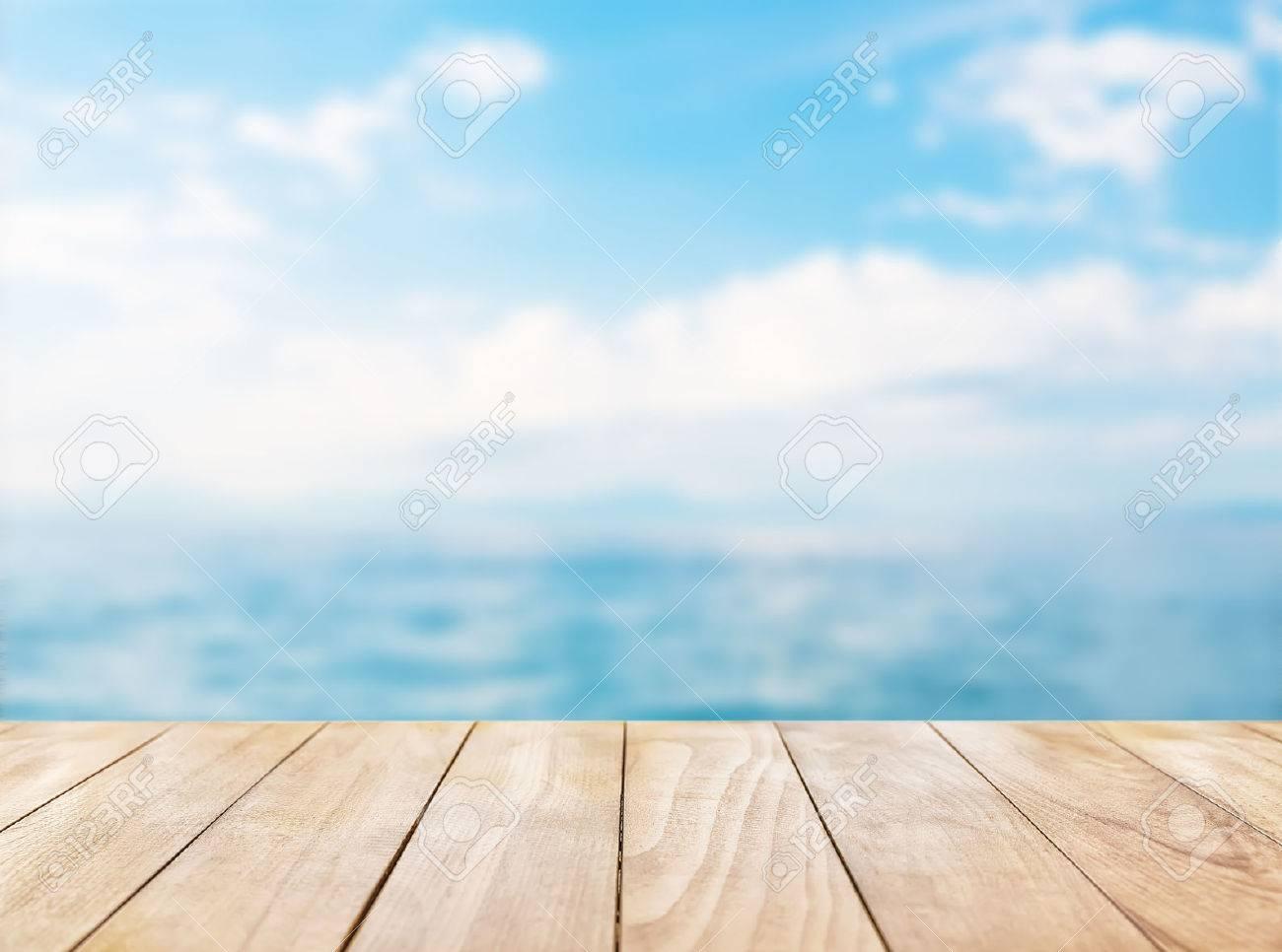 Holztischplatte Auf Blauem Meer Und Den Weißen Sandstrand