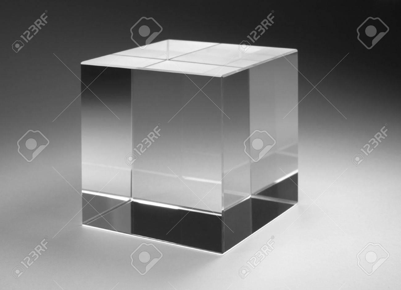 Glazen Kubus Met Foto.Studiofotografie Van Een Solide Glazen Kubus In Gradient Terug