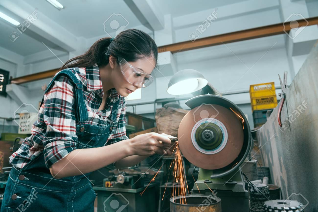 Favorit Junge Schöne Fräser Bearbeitung Arbeiter Mit Schleifscheibe DH33