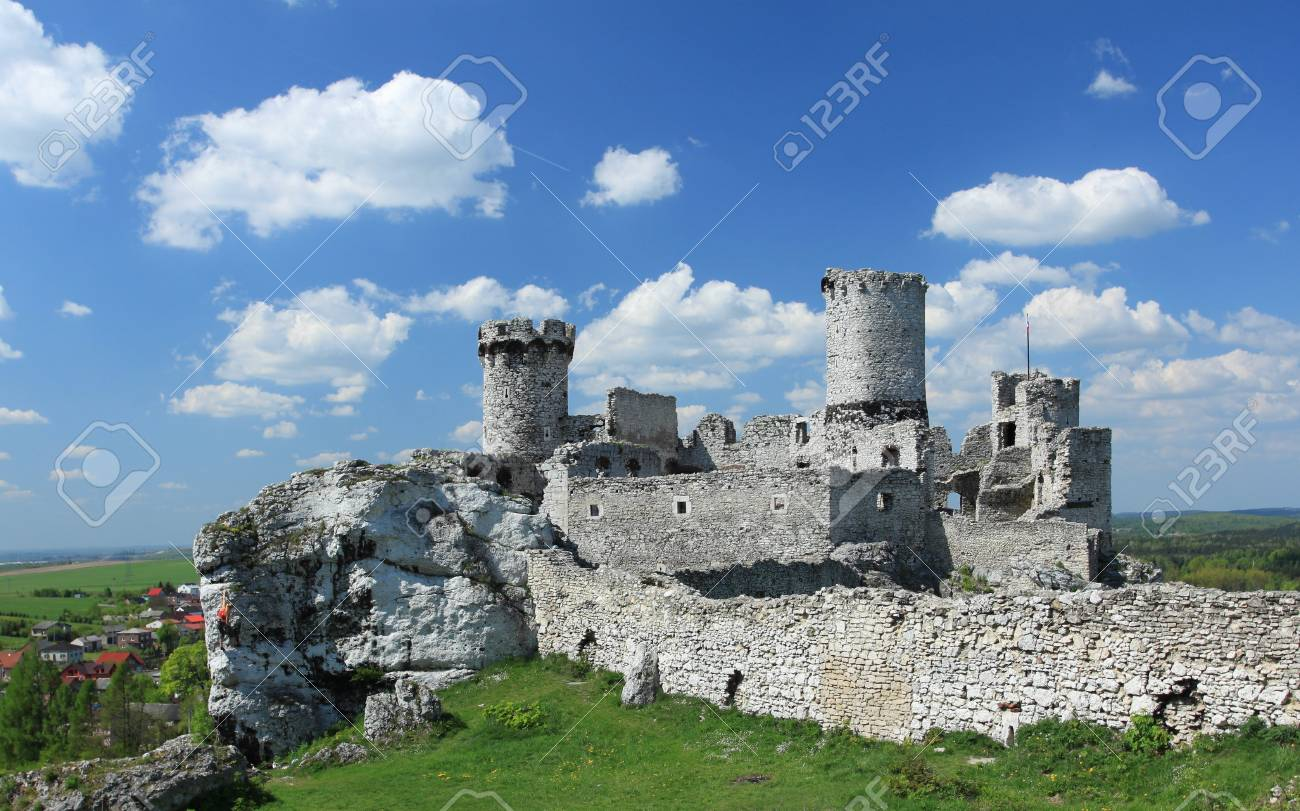 The old castle ruins of Ogrodzieniec fortifications, Poland. Stock Photo - 9598394