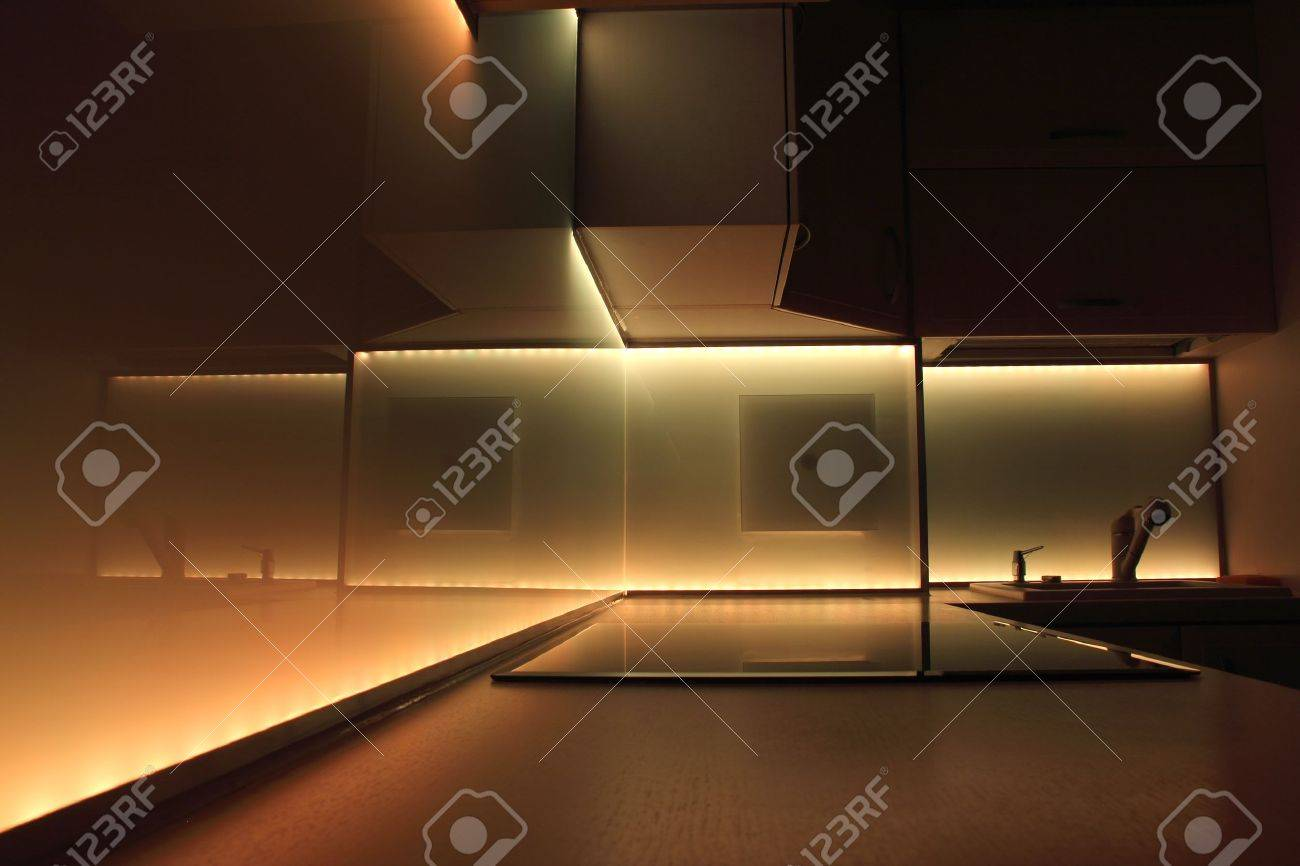 Illuminazione Led Cucina: Illuminazione cucina in mansarda ...