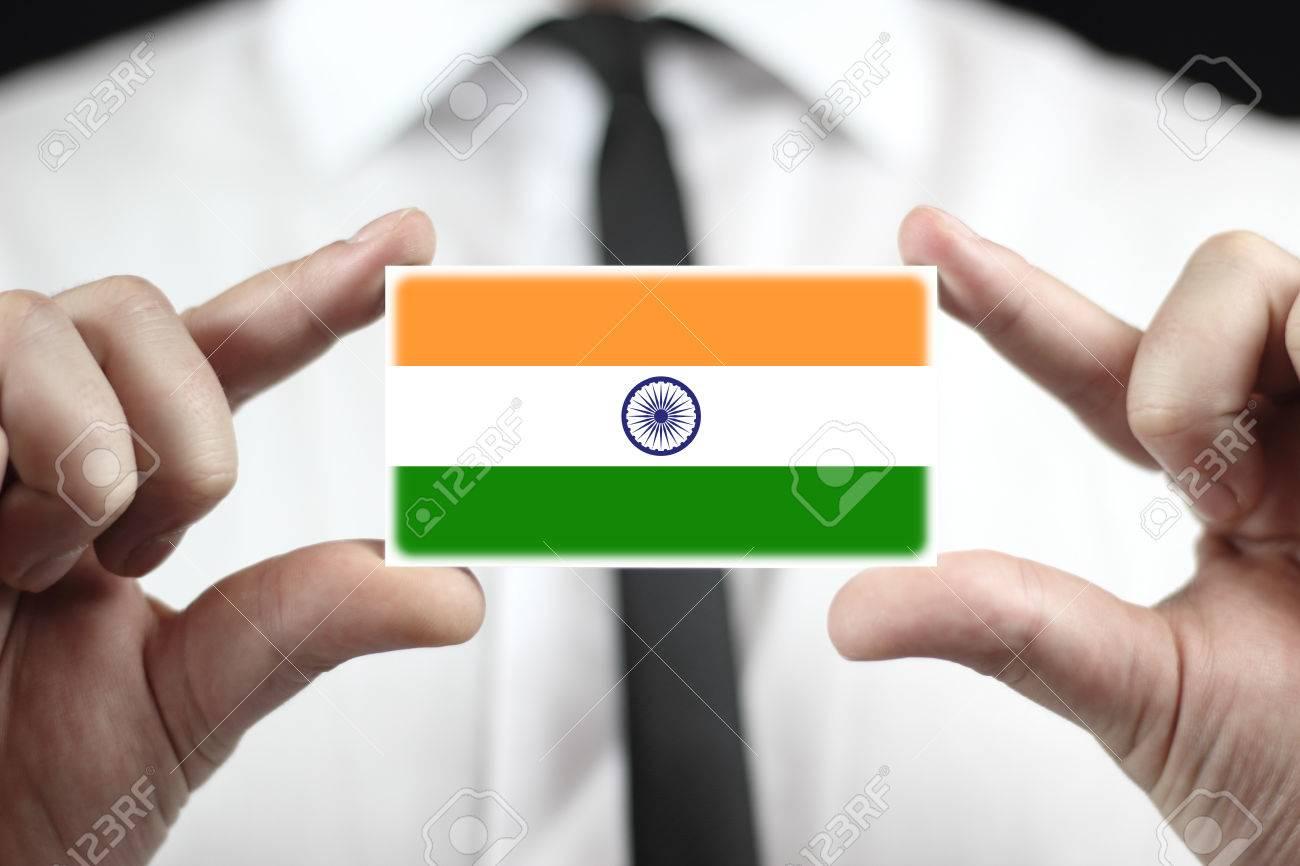 Carte Visite Inde.Homme D Affaires Detenant Une Carte De Visite Avec Drapeau De L Inde