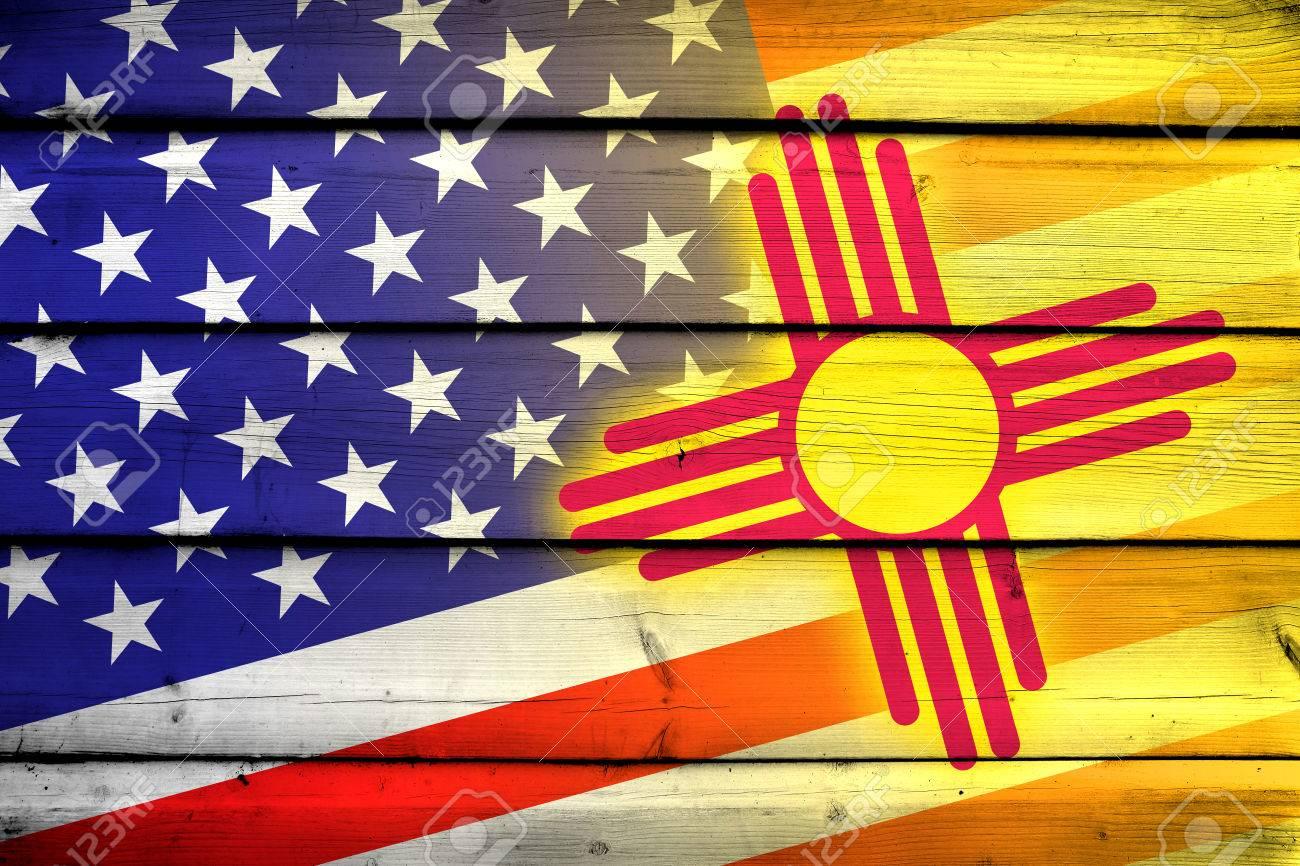 EE.UU. Y La Bandera Del Estado De Nuevo México En El Fondo De Madera ...