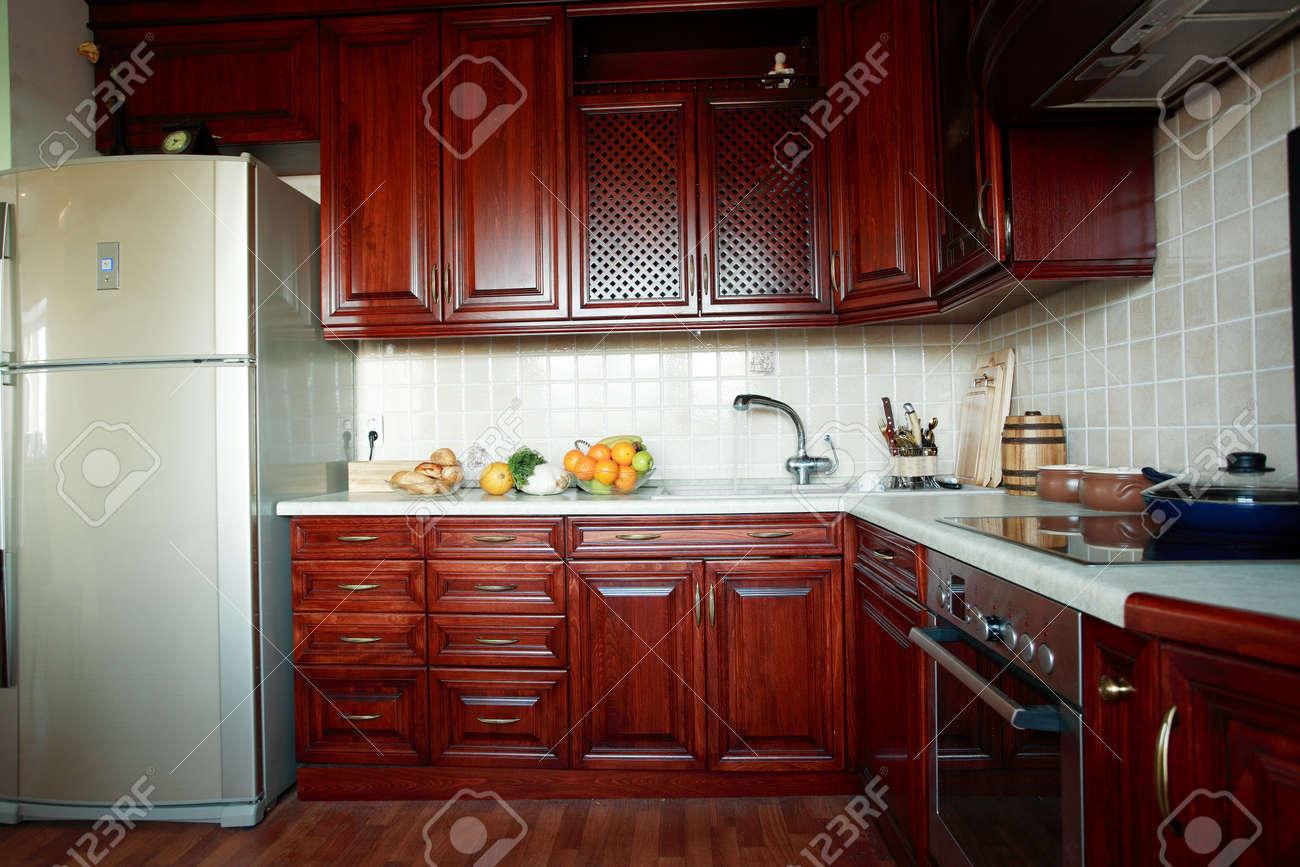 Belle cuisine moderne en bois d'intérieur banque d'images et ...
