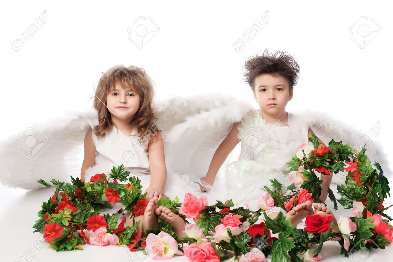 Beautiful little angels holding flowes. Isolated over white background. Stock Photo - 6098615