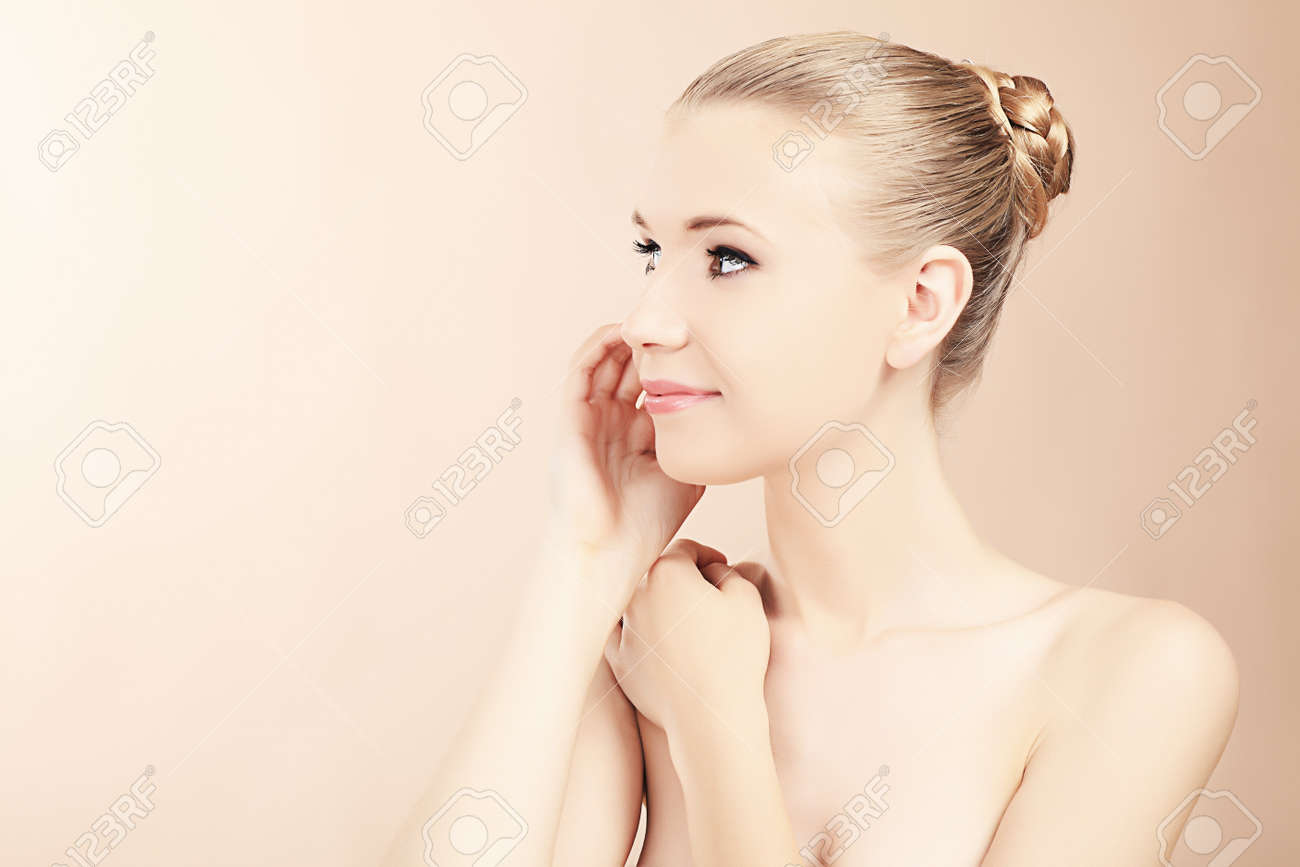 Portrait of a styled professional model. Theme: beauty, healthcare. Stock Photo - 7323301