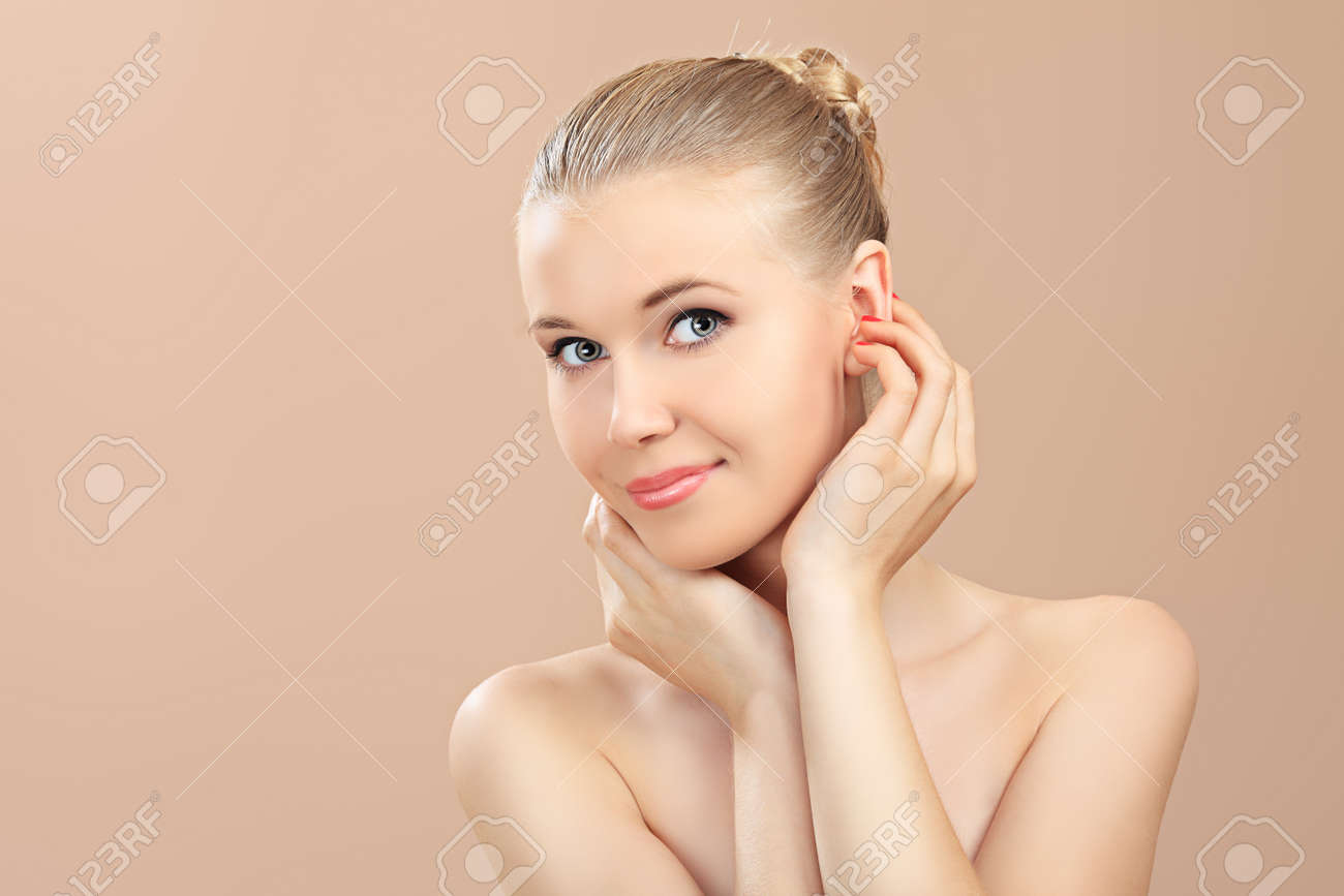 Portrait of a styled professional model. Theme: beauty, healthcare. Stock Photo - 7498781
