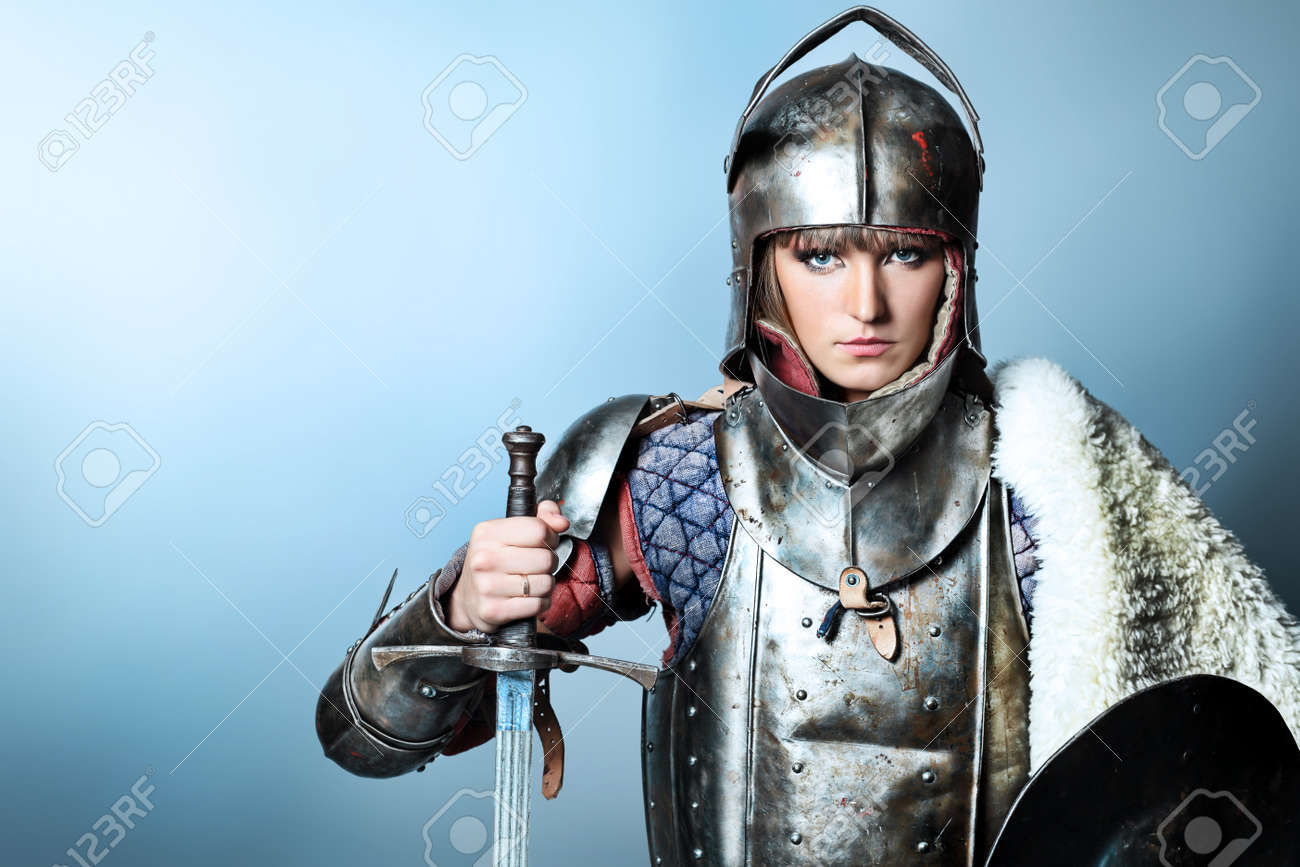 Portrait of a medieval female knight in armour over grey background. - 8217522