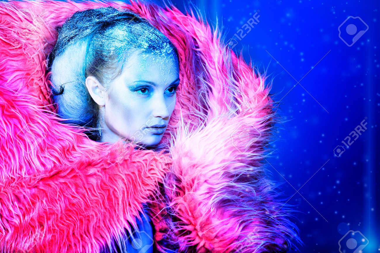 Art portrait of a snow female model in fur. Fashion, beauty. - 8389747