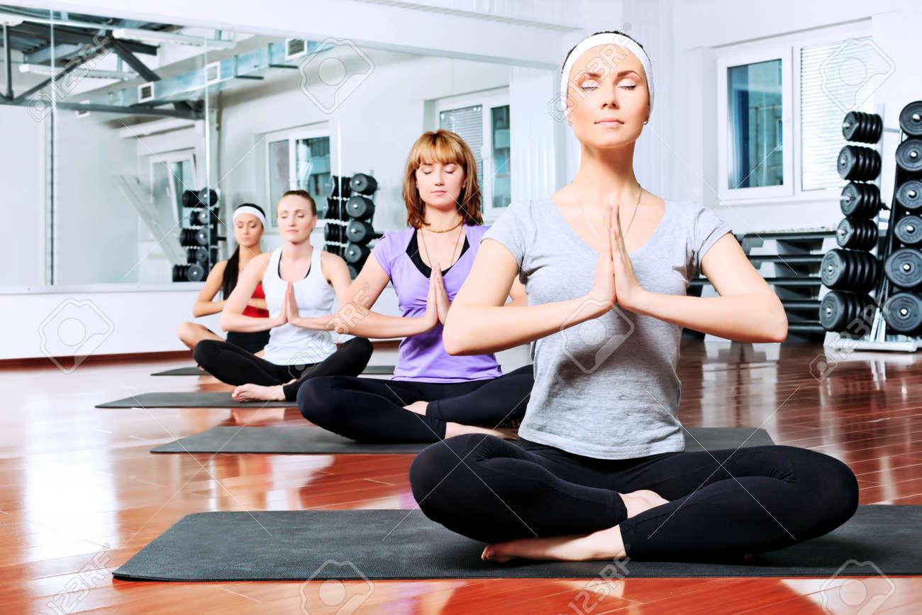 Risultati immagini per yoga giovani