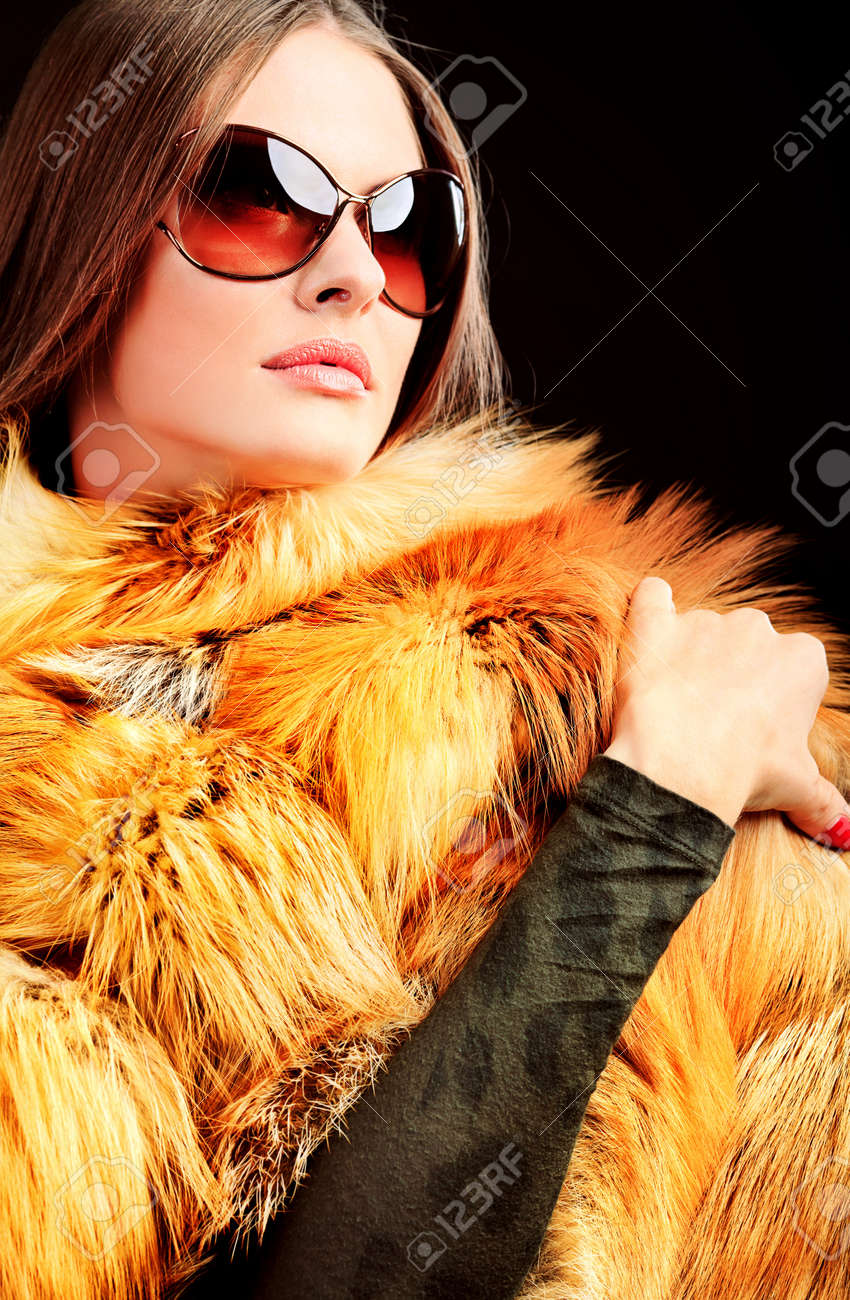 Portrait of a beautiful young woman in a fur. Stock Photo - 10978598