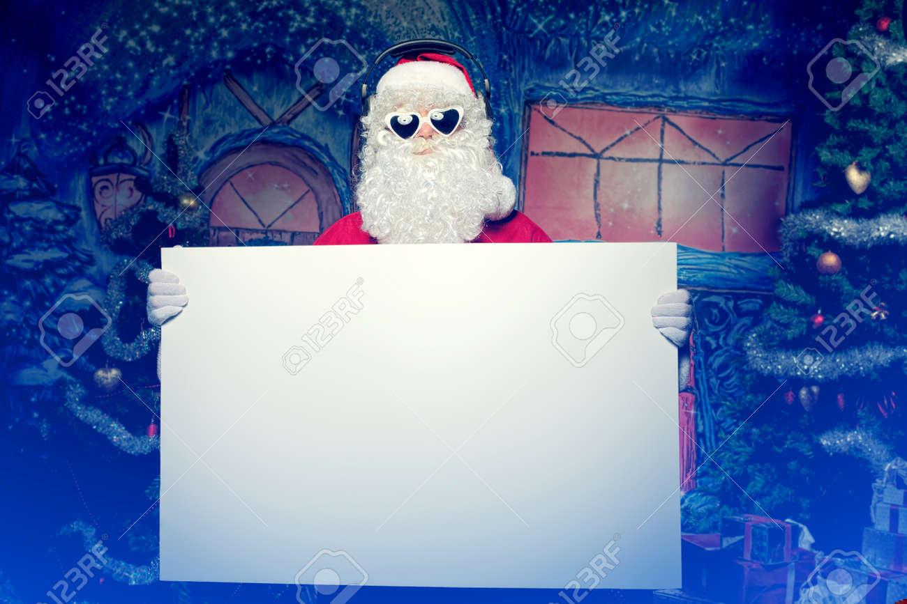 Partei Santa Claus Betrieb Weiße Tafel über Weihnachten Hintergrund ...