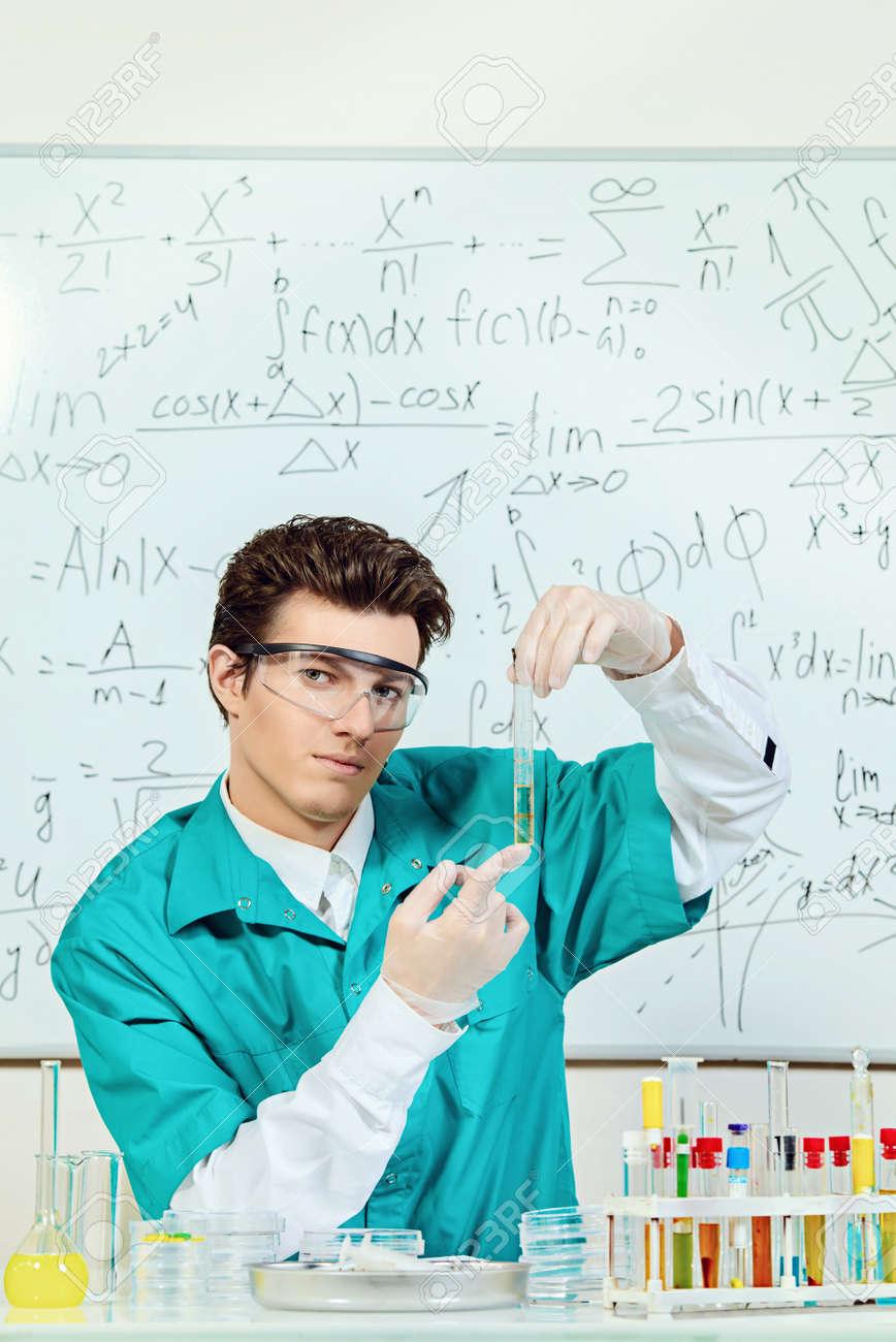 homme scientifique recherche