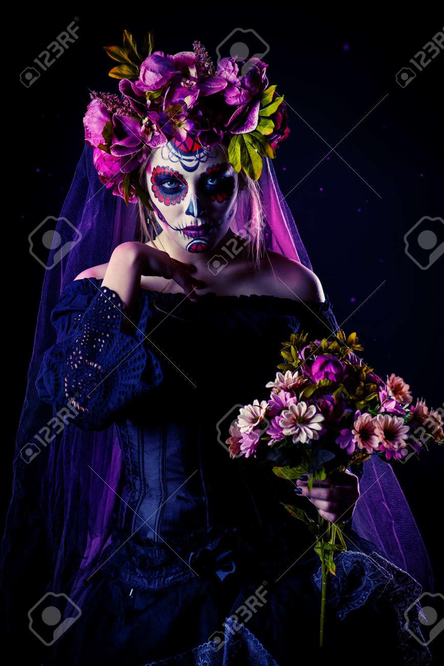 Calavera Catrina En Vestido Negro Sobre Fondo Oscuro Maquillaje Del Cráneo Del Azúcar Dia De Los Muertos Dia De Los Muertos Víspera De Todos Los