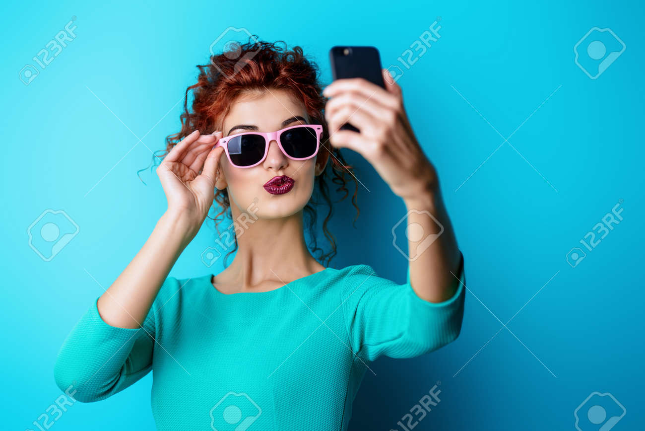 rothaariges jugendlich mädchen selfie