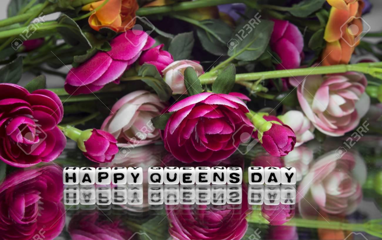 Dia De Las Reinas Felices Con Flores Y Mensajes De Texto Fotos
