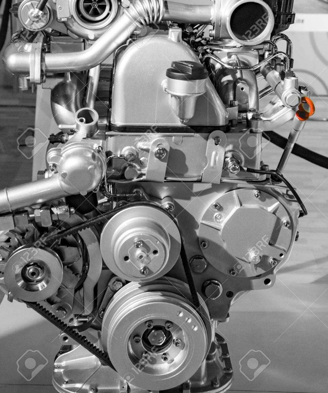Rotierende Teile Des Automotors Mit Gürtel Und Andere Stücke ...