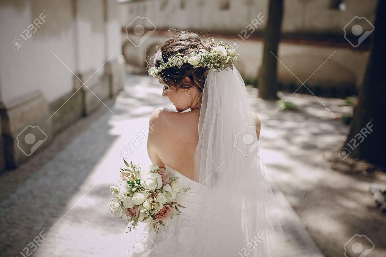 Bloemen wand royalty vrije foto's, plaatjes, beelden en stock ...