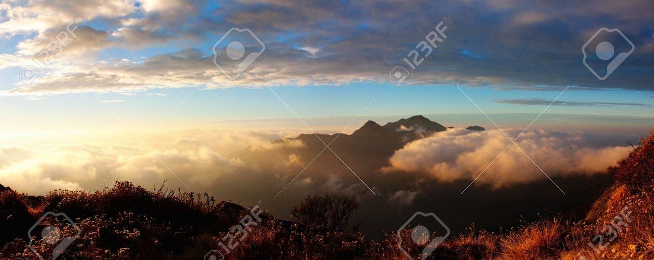 Morning panoramatic view from Salpa Bhanjyang pass - Lukla Tumlingtar trek - Nepal Stock Photo - 15304189