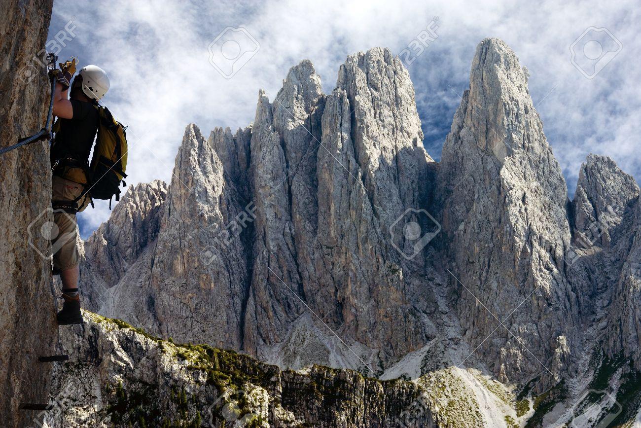 Klettersteig Austria : Kletterer auf klettersteig oder in italien