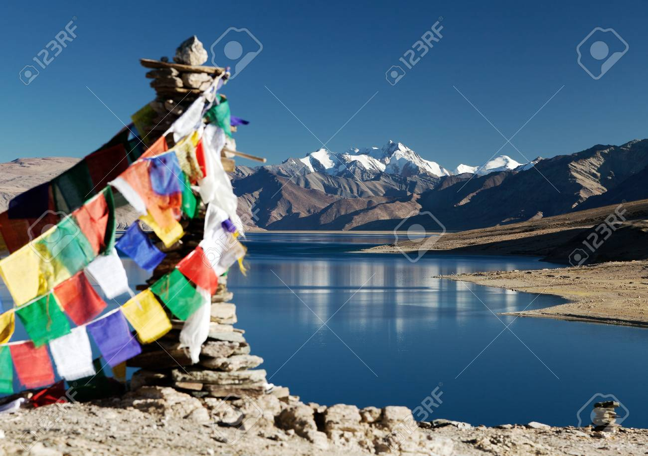 ツォ モリリー湖湖の祈りのフラ...