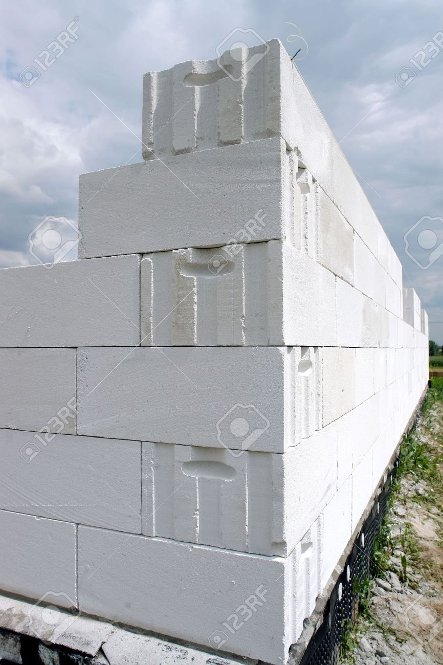 Unfinished house wall made from white aerated autoclaved concrete blocks Stock Photo - 5083537