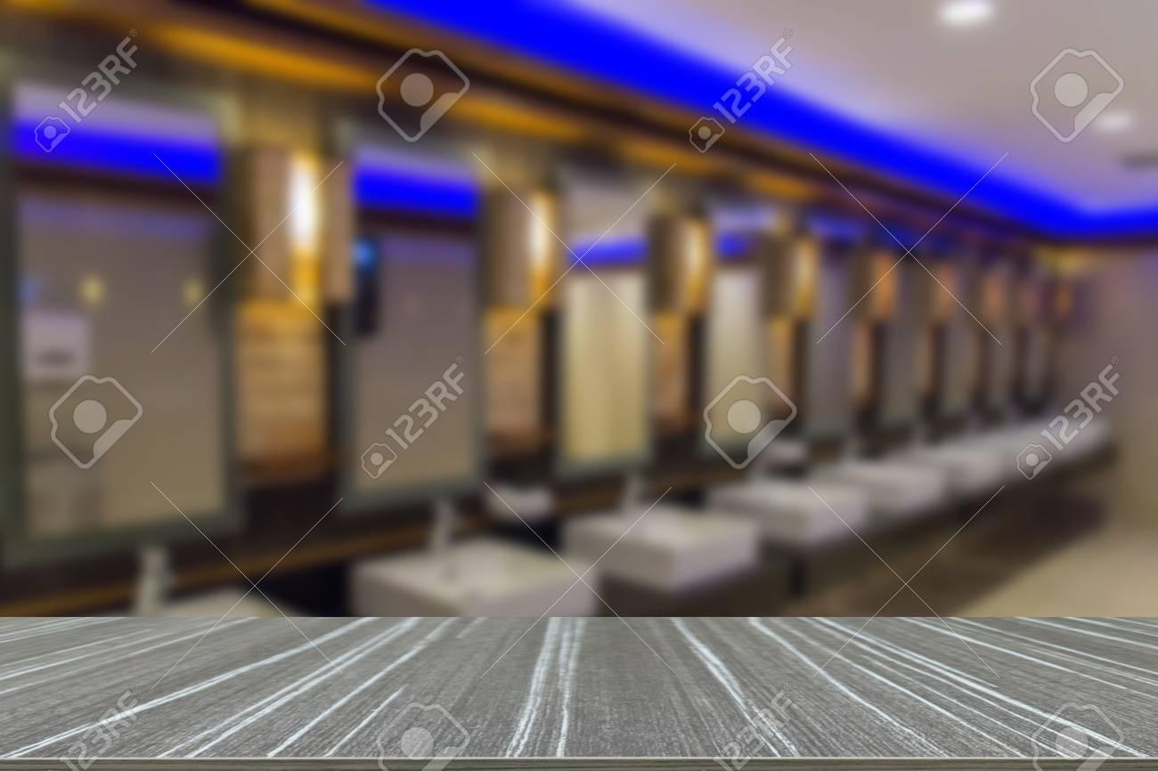 Mesa Para Lavabos Modernos.Grifo Y Lavabo En El Bano Moderno Publica Desenfoque De Fondo Y Mesa De Madera Para La Visualizacion De Su Producto