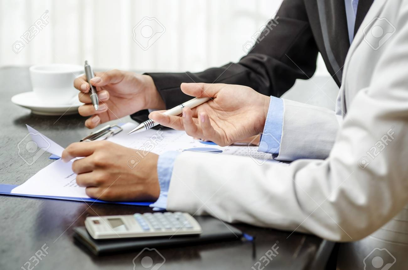 White collar worker in office - 26082368