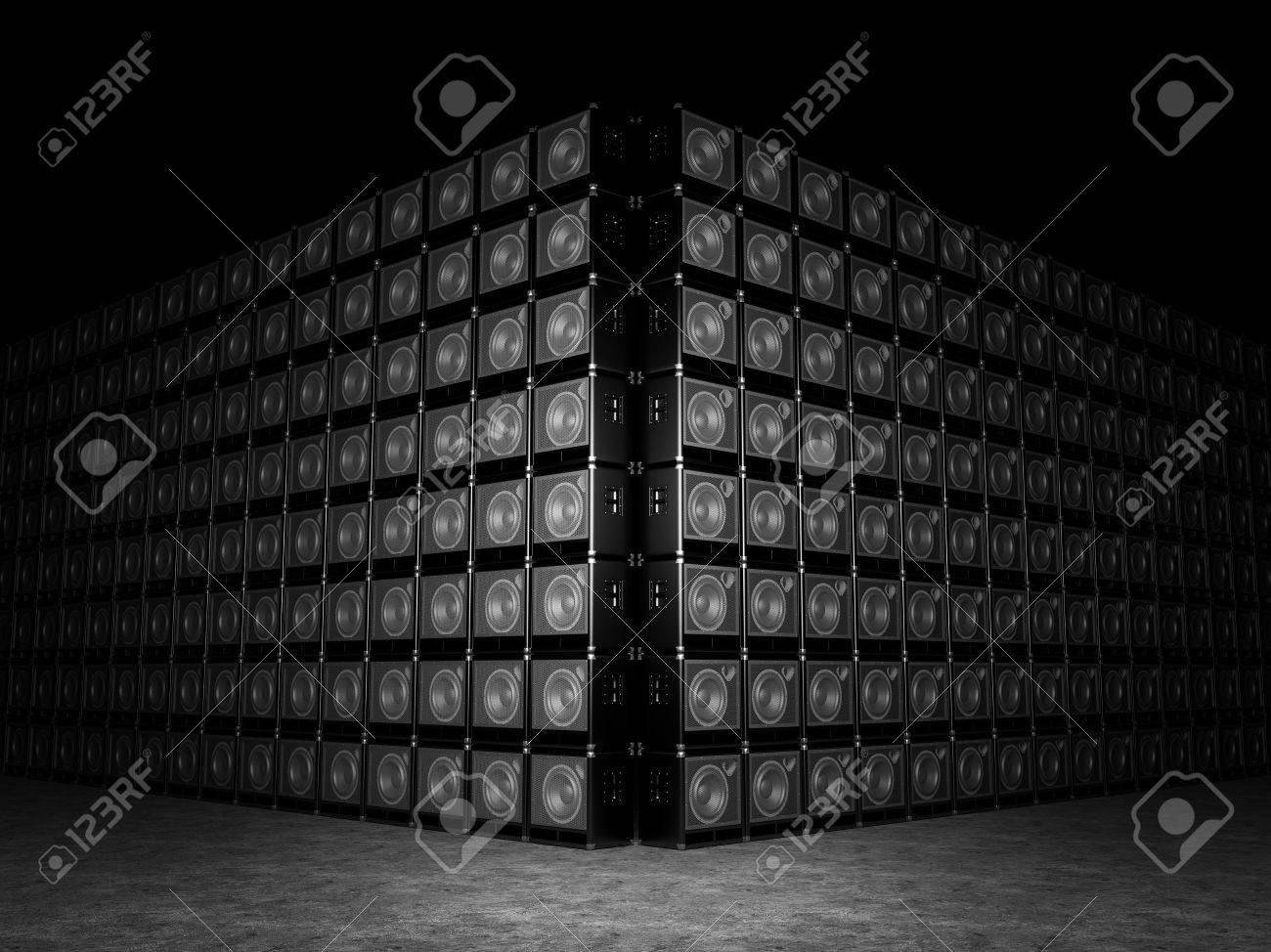 Wall of guitar amps Stock Photo - 20443611
