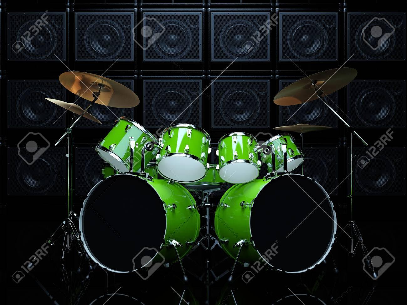 Coole Drum Set Vor Dem Hintergrund Der Grünen Wand Der Gitarre Amps