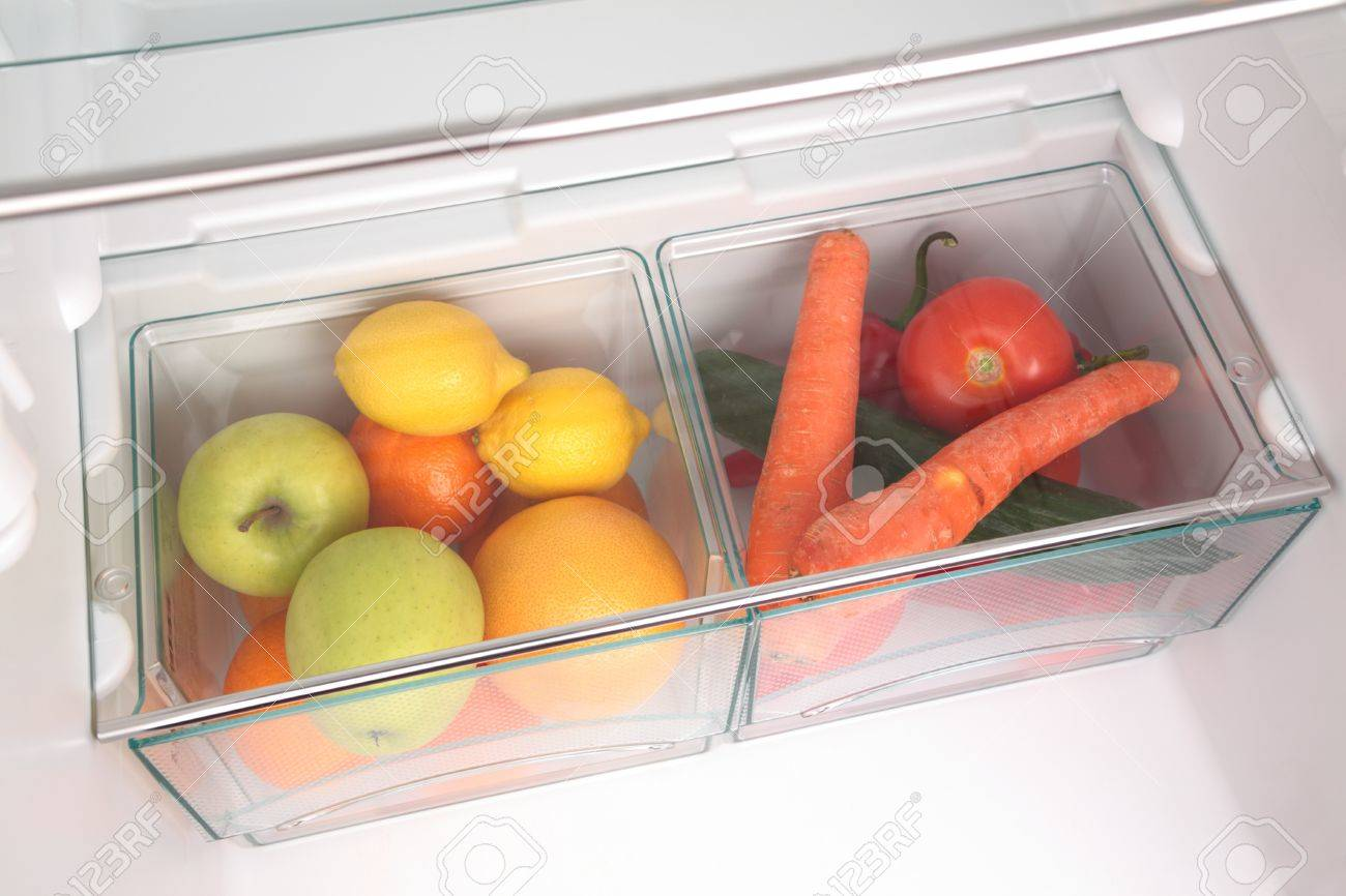 Kühlschrank Xl : Obst und gemüse in zwei behältern in einem modernen kühlschrank