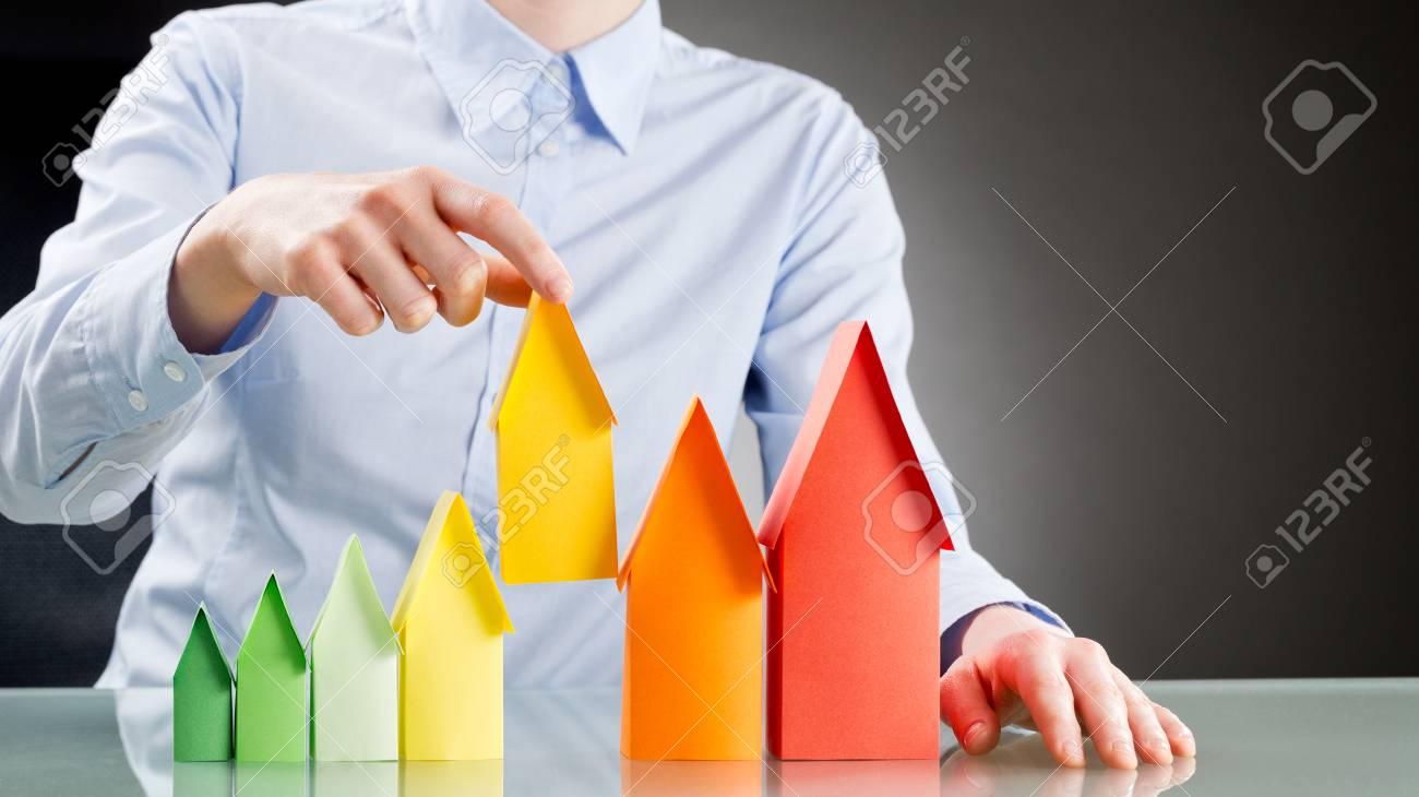 Daffaires Ou Un Agent Immobilier De Choisir Une Maison De Taille - Taille moyenne d une maison