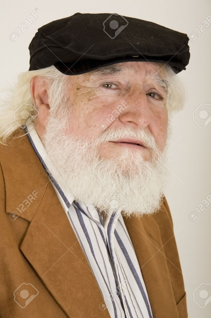 sad old man in a hat - 2704924