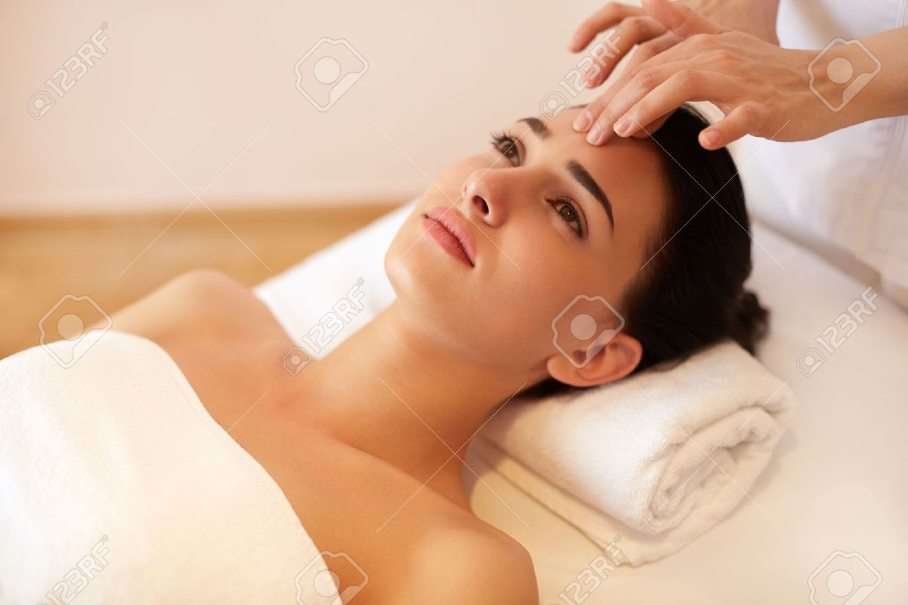 Beautiful Young Woman Getting a Face Treatment at Beauty Salon. Stock Photo - 45743627