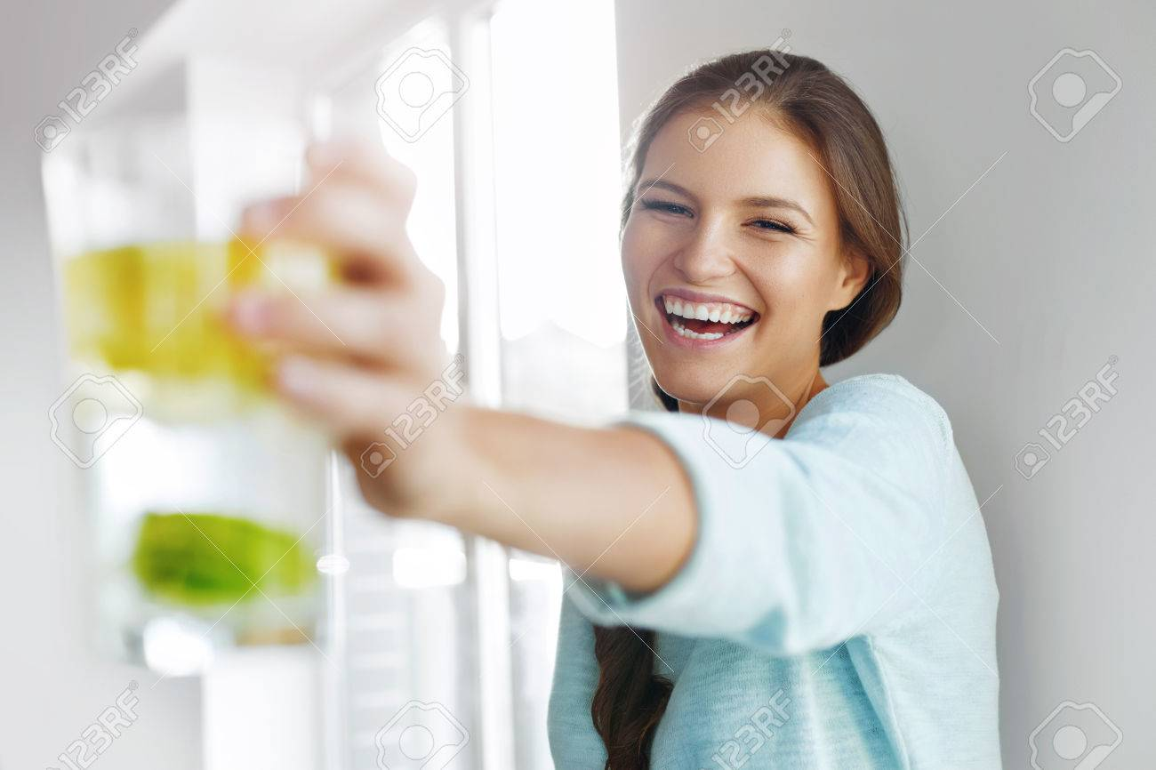Healthy Lifestyle Concept, Diet And Fitness. Smiling Woman Drinking Refreshing Water With Fresh Organic Lemon , Lime, Mint. Detox Vitamin-fortified Water. Healthy Eating, Food. Vitamin, Diet Concept. - 47894683