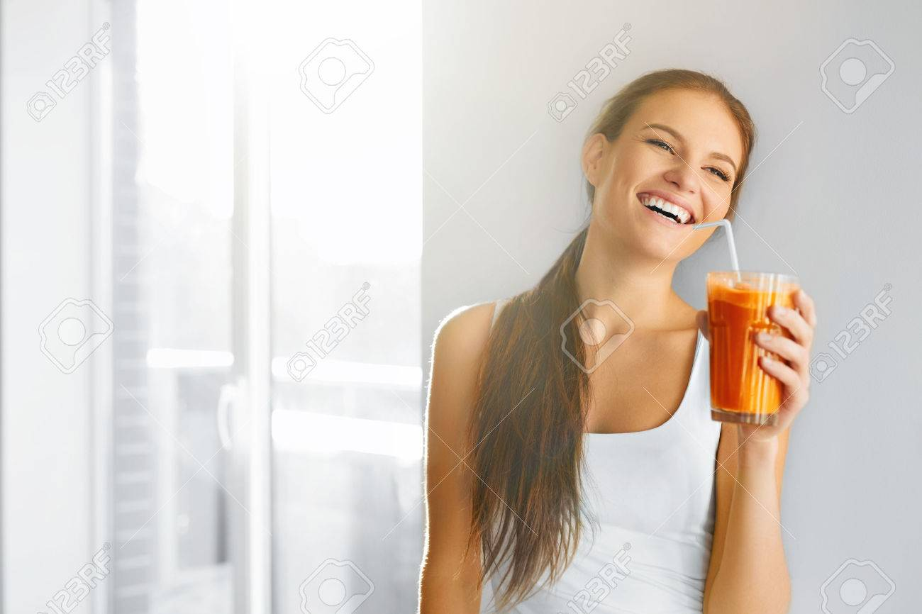 Healthy Lifestyle. Closeup Of Beautiful Smiling Vegetarian Woman Drinking Fresh Raw Detox Vegetable Juice. Healthy Food Eating, Diet And Lifestyle Concept. Drinks. Beauty Concept. Stock Photo - 48201255