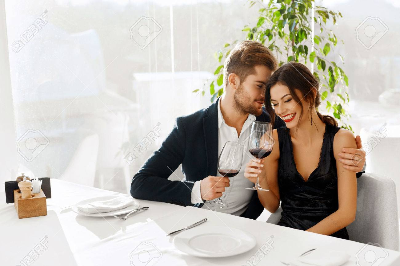 Love. Happy Romantic Smiling Couple Having Dinner, Embracing, Drinking Wine, Celebrating Holiday, Anniversary Or Valentine's Day In Gourmet Restaurant. Romance, Relationships Concept. Celebration Stock Photo - 49918814