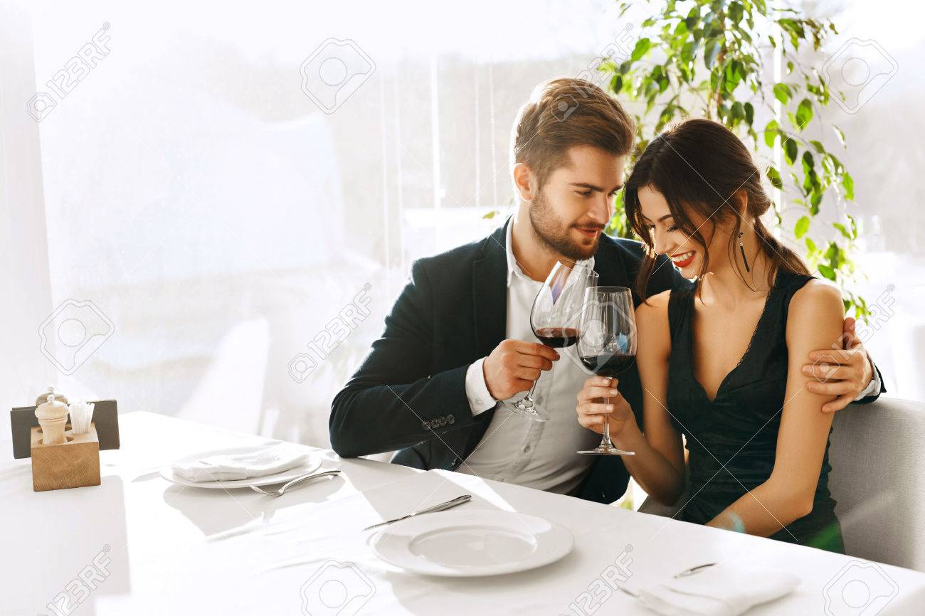 Love. Happy Romantic Smiling Couple Having Dinner, Embracing, Drinking Wine, Celebrating Holiday, Anniversary Or Valentine's Day In Gourmet Restaurant. Romance, Relationships Concept. Celebration Stock Photo - 49921136