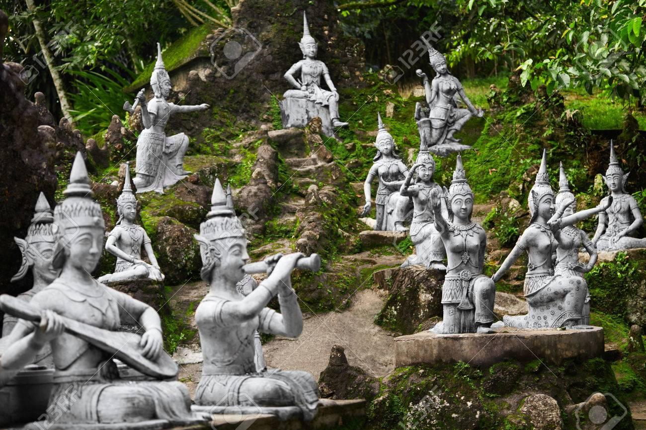 Tailandia De Cerca De Las Estatuas De Buda Secreto Magico Jardin De - Estatuas-de-jardin