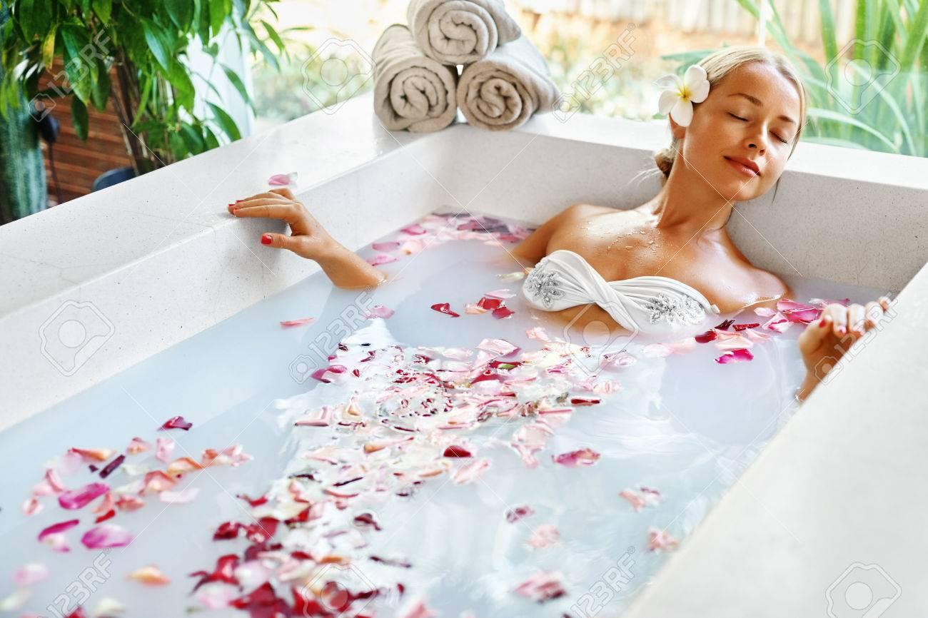 Sexy blonde in bath, faty women sex sexy video