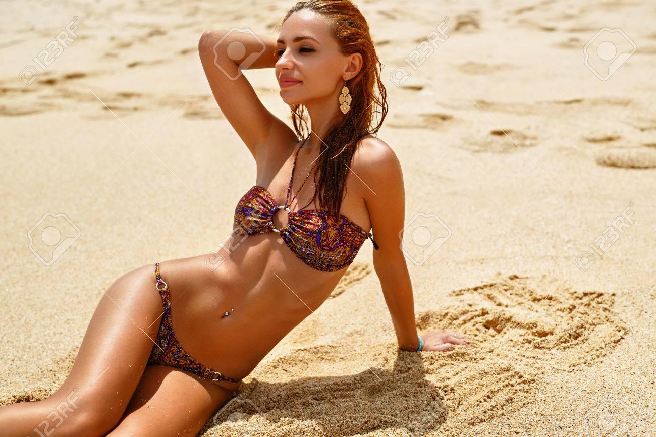 Sable PlageBeautiful Détente La Saine Par MerBonne Et Bikini Sexy Avec Femme Une Girl Fit Body Maillot Slim Sur Peau En Perfect dhQCxtsr