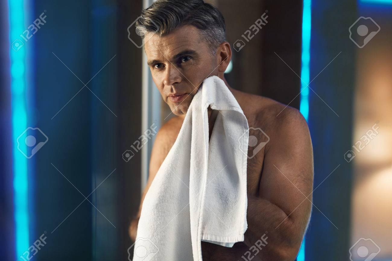 naked-wiping