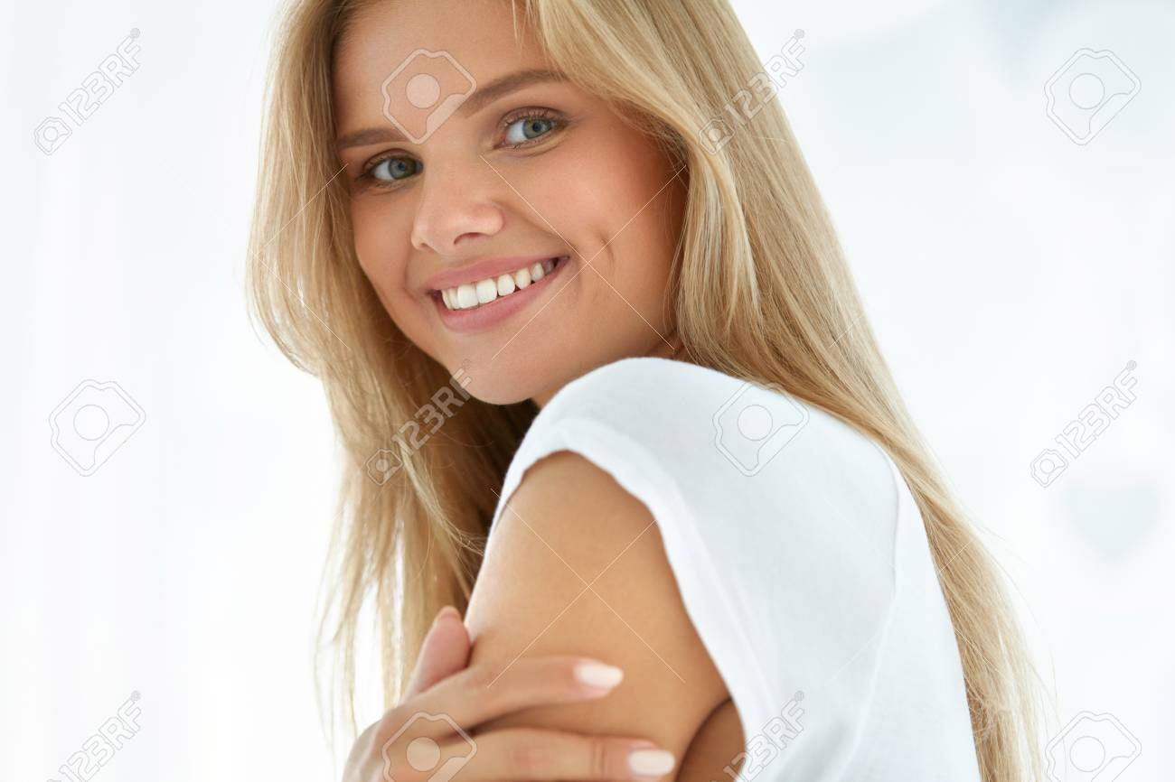 Beauty Woman Portrait. Closeup Of Beautiful Happy Girl With Perfect Smile, White Teeth Smiling At Camera. Attractive Healthy Young Female With Fresh Natural Face Makeup Indoors. High Resolution Image - 61732819